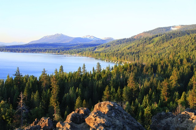 Travel to Lake Tahoe with family and kids